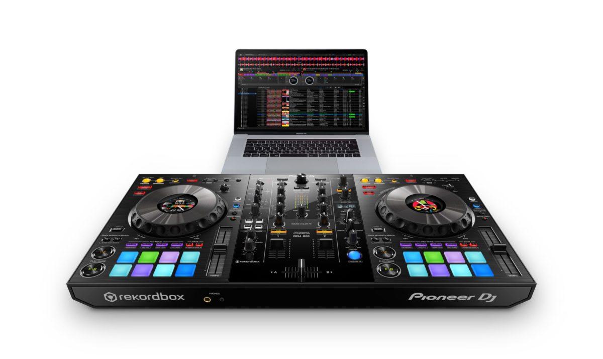 Pioneer DDJ-800  DJ controller for rekordbox dj
